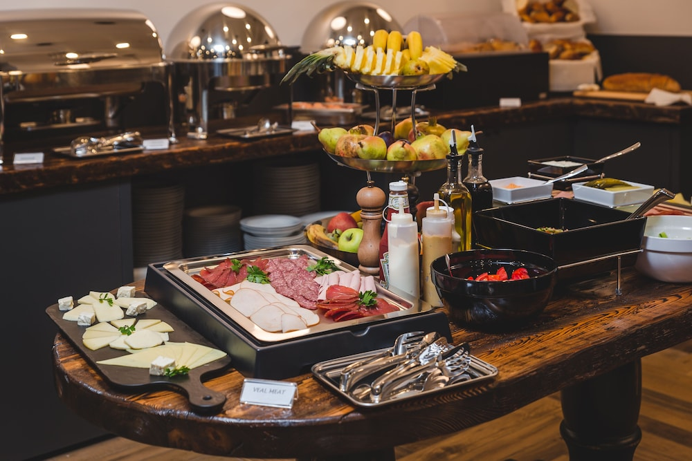 Breakfast buffet, Boscovich Boutique Hotel