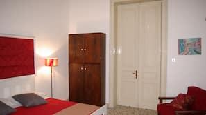 1 bedroom, desk, rollaway beds, bed sheets