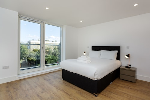 OYO Home Clapham 2 Bedroom Superior