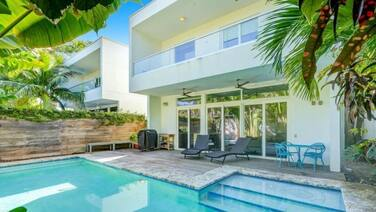 Miami Abode - Private & Sanitized, Perfect for Working From Home. Private Pool, Pet Friendly. Super-host Support