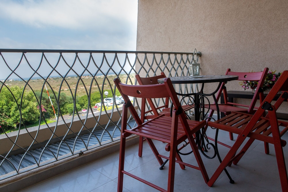 Balcony, Sea View Suite - Neot Golf