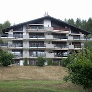 2 1/2 Room Flat in a Building-chalet