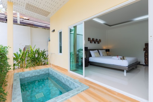 Bungalow With Private Jacuzzi on Nai Harn Beach