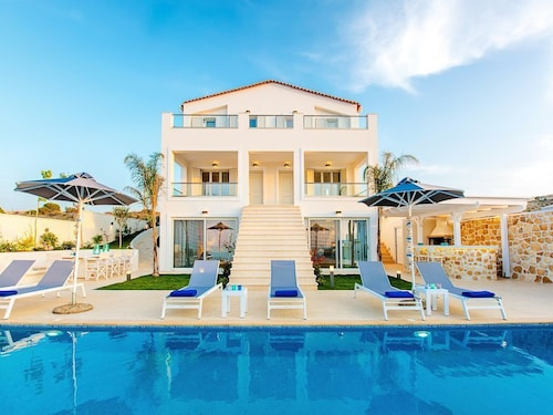 Luxury Villa , 12 Persons, Near Heraklion City the Beach and a Resort