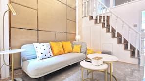 設計自成一格、家具佈置各有特色、書桌、窗簾