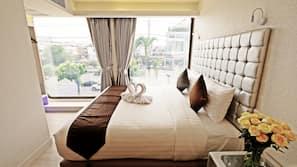 ตู้นิรภัยในห้องพัก, โต๊ะทำงาน, Wi-Fi ฟรี, ผ้าปูที่นอน