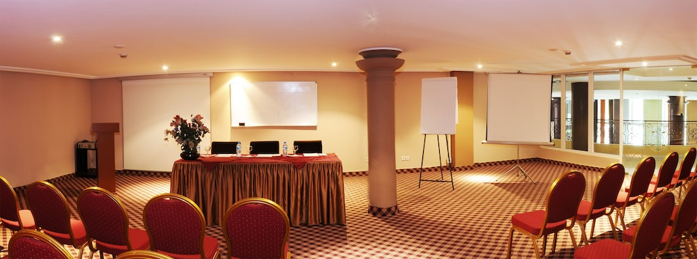 Meeting Facility, Hotel Tghat