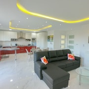 G1 Luxury Penthouse Close to Golden Bay