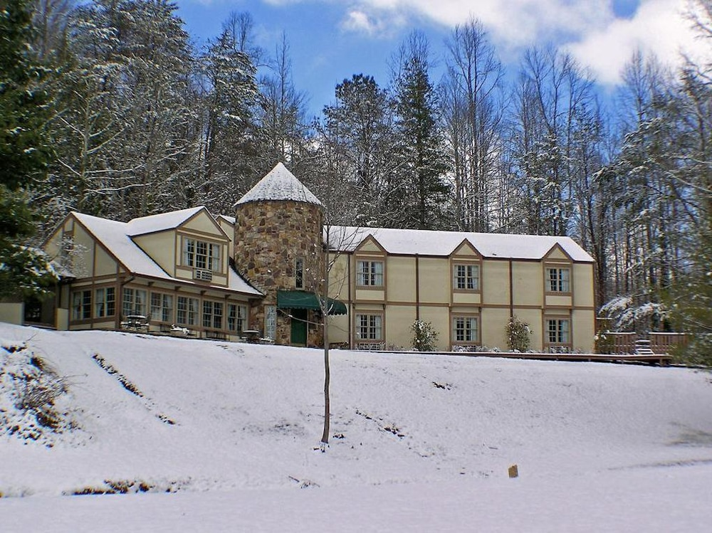 Exterior, Castle on the Green, 9 BR, Hot Tub, Pool, Sauna, Sleeps 28