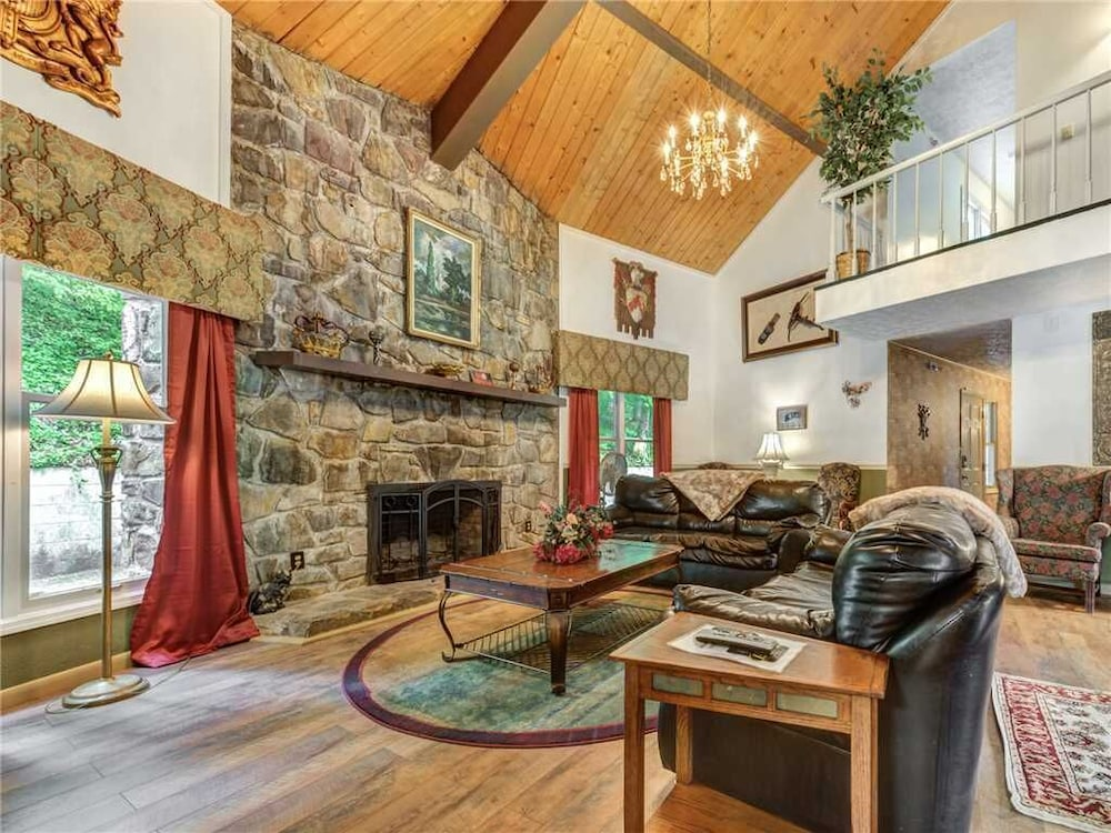 Living Room, Castle on the Green, 9 BR, Hot Tub, Pool, Sauna, Sleeps 28