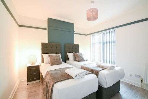 Elegant 2 Bed House at Saxon - Leicester