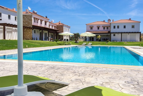 Luxury Villa - Fully Equipped With Pool and Near the Beach