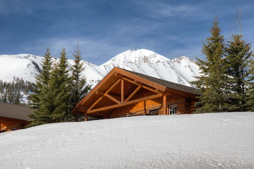 New to Vrbo! Cowboy Heaven Cabin in Moonlight Basin! Amazing Views & Ski-in/out!