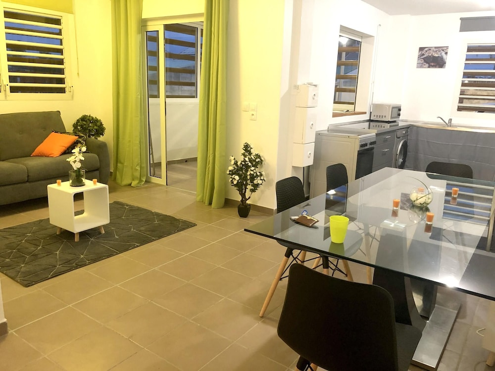 Living Room, Apartment With one Bedroom in Le Moule, With Wonderful sea View, Furnished Terrace and Wifi - 30 m From the Beach