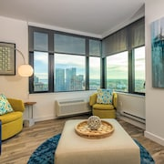 35th Fl 2BR Apartment With Spectacular City Views
