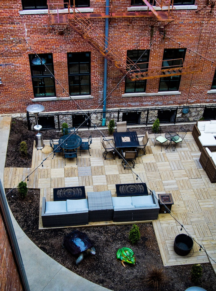 Courtyard, The Lofts at Novelty Iron