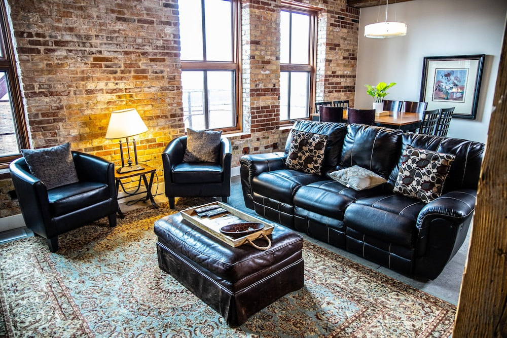 Living Area, The Lofts at Novelty Iron