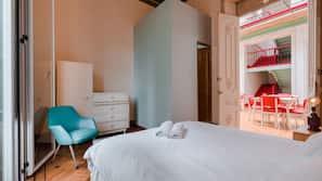 Individualmente mobiliados, Wi-Fi de cortesia, roupa de cama