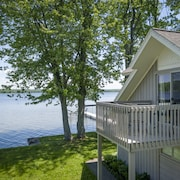 Lavish Lakehousesteps to Waterkayaks, Dock & Boat Hoist, BBQ Boaters Welcome