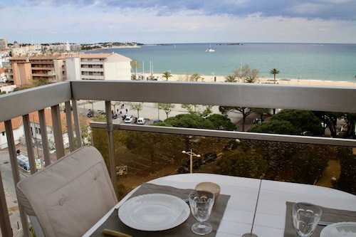 Magnificent sea View for This T2 100 m From the Beach, With Garage