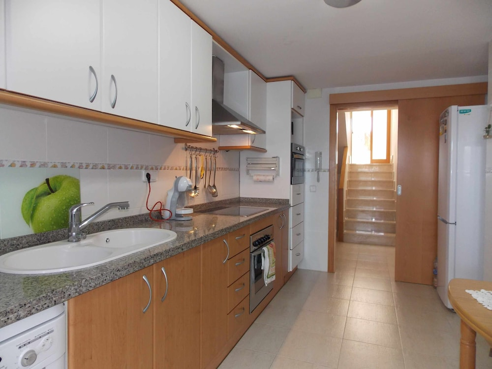 Private Kitchen, Villa Alma House With Private Pool Free Wifi
