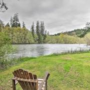 Vida Cabin w/ Yard & Grill on Mckenzie River!