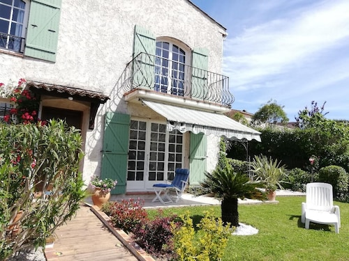 Charming Provencal House in Private Residence and Secure