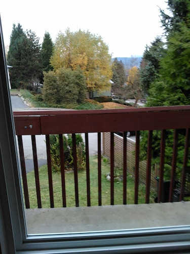 Balcony, Close to Skytrain 3 Bedrooms Upper Bright and Clean