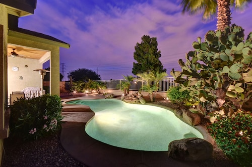 NEW ON Vrbo! Relax in Sunny AZ on the Golf Course and Private Pool