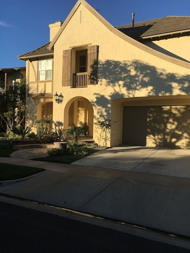 New Listing Beautiful Luxury 5 Bedroom House in Newport Coast
