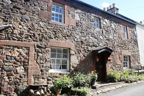 Charming Cottage, Sleeps 4, w/ Hotel Grade Beds