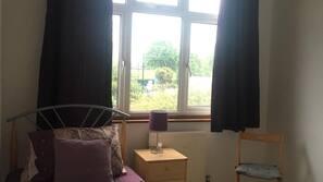 5 bedrooms, iron/ironing board, free WiFi