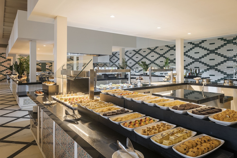 Breakfast buffet, Ocean Coral Spring Resort - All inclusive