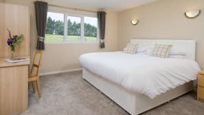 Hypo-allergenic bedding, blackout curtains, free WiFi, wheelchair access