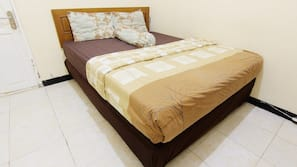 Hypo-allergenic bedding, desk, iron/ironing board, free WiFi