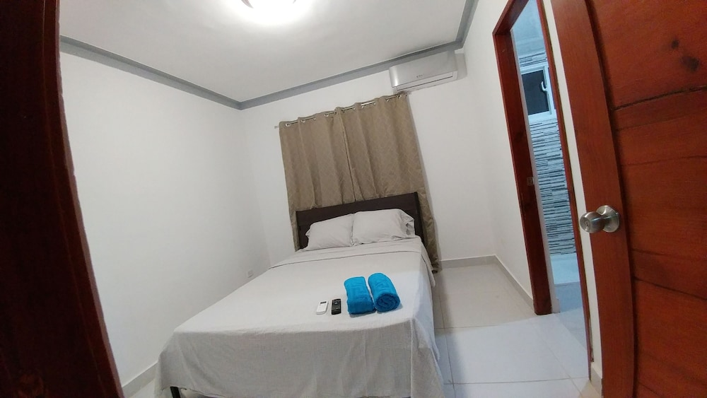 Room, Tropical Condo BBQ Pool 5min to Airport