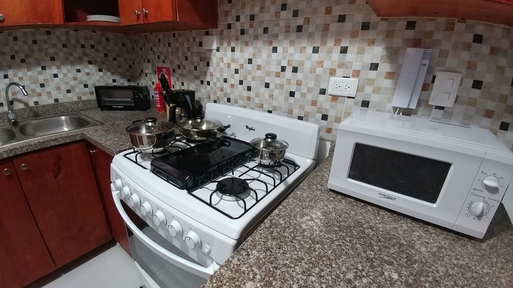 Private Kitchen, Tropical Condo BBQ Pool 5min to Airport