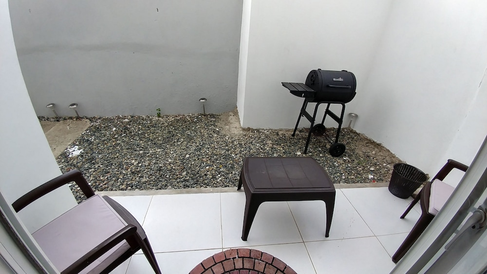 Terrace/Patio, Tropical Condo BBQ Pool 5min to Airport