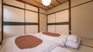2 bedrooms, down comforters, desk, free WiFi