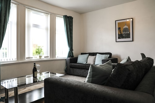 Haywood House a Spacious, Clean, Well Presented 2 bed Ground Floor Apartment
