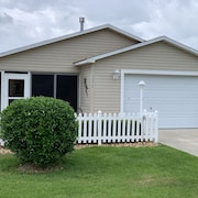 Cozy Home Between Lake Sumter AND Brownwood Square!