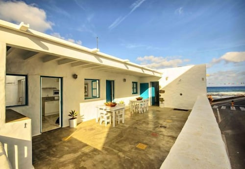 Punta de Mujeres Apartment, Sleeps 3 With Wifi