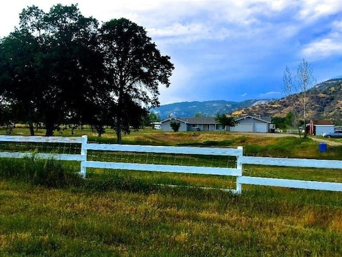 Spacious Country Home w/ Land. Views of Sierra Nevada Mountains
