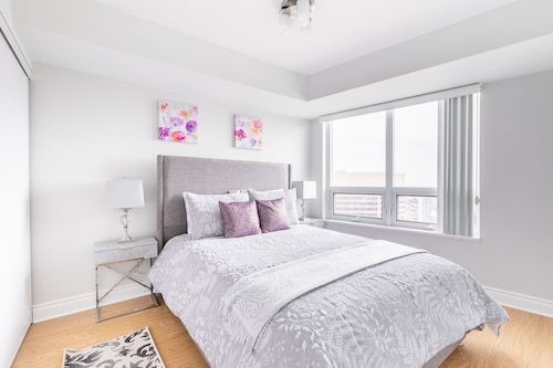 Simply Comfort. Gorgeous Apt North York