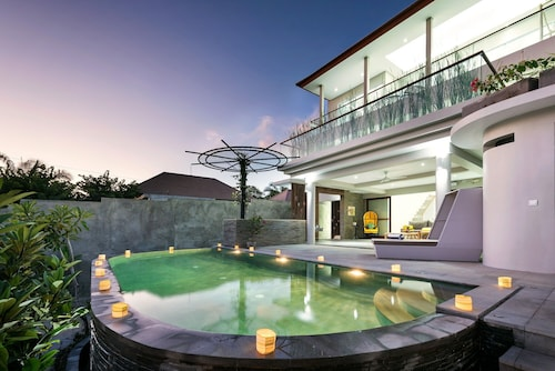 4 Bedroom Villa Indian Ocean View in Bukit Peninsula;