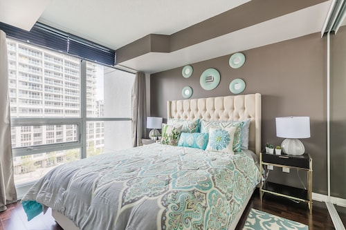 Simply Comfort. Fort York Apartments