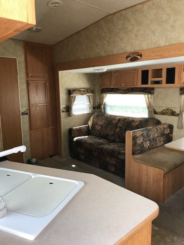 Room, Beautiful Caravan Well Maintained With all Services