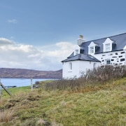4 Bedroom Accommodation in Bun-a-mhullin, Eriskay