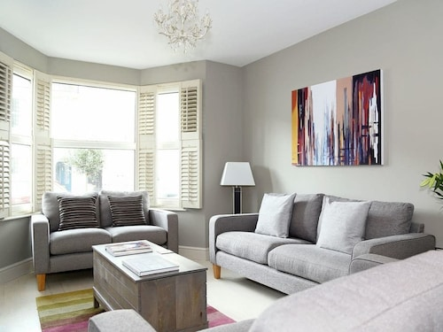 4 Bedroom Accommodation in Tunbridge Wells
