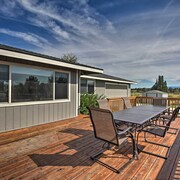 Updated Farmhouse w/ Deck on Central Oregon Canal!